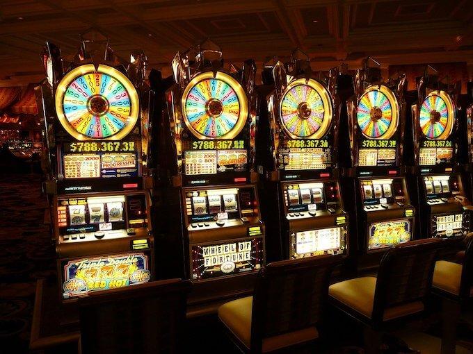 カジノの定番スロットも落ち込み