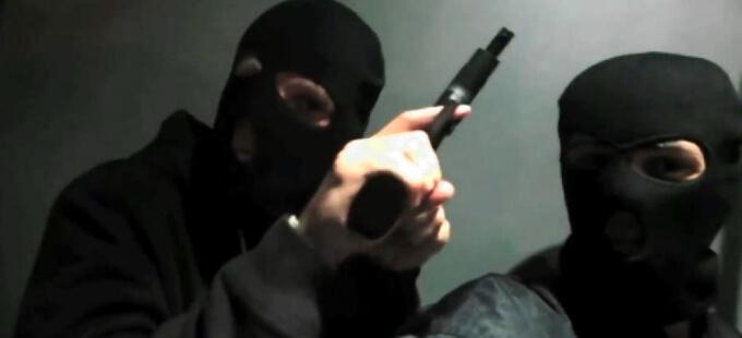 黒ずくめの強盗