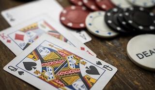 カード ポーカー